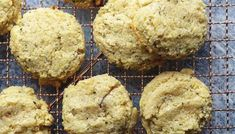 These keto and low carb breakfast cookies are filled with almonds and hemp hearts. They are perfectly sweet and the perfect grab and go keto breakfast. Keto Breakfast Muffins, Low Carb Breakfast Casserole, Breakfast Cookie Recipe, Breakfast Biscuits, Breakfast Recipes, Keto Chocolate Mousse, Keto Chocolate Chip Cookies, Cake Chocolate, Healthy Low Carb Dinners