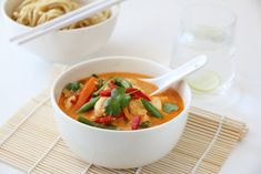 THAISUPPE MED KYLLING OG RED CURRY Asian Recipes, Ethnic Recipes, New Menu, Looks Yummy, Frisk, Great Recipes, Meal Planning, Spicy, Food Photography