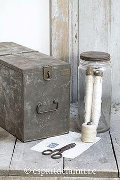 Le vide grenier de didou la brocante ancien lit en fer forg banquette art p - Brocante industrielle en ligne ...