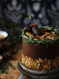 gluten-free cake with chocolate frosting Christmas Cake Decorations, Christmas Desserts, Christmas Baking, Holiday Cakes, Food Cakes, Cupcake Cakes, Chocolate Sin Gluten, Chocolate Frosting, Cake Chocolate