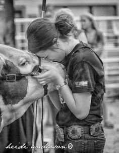 23 Things Most Livestock Showman Have Done At Least Once - Ranch House Designs, Inc. Farm Senior Pictures, Senior Photos, Senior Portraits, Farm Photography, Animal Photography, Show Steers, Show Cows, Show Cattle, Tips Fitness