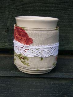 Romantikus rózsás bögreruha/bögremelegítő, Konyhafelszerelés, Hűvös, őszi estéken forrócsokit, forró teát kortyolgatni...hmmmmm :)   Melegen tartja a finom..., Meska