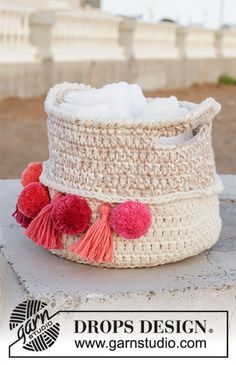 Can Can - Crochet basket with pom poms and tassels. The piece is worked with 2 strands DROPS Paris. - Free pattern by DROPS Design Knitting Patterns Free, Free Knitting, Free Pattern, Crochet Patterns, Drops Design, Crochet Gratis, Crochet Yarn, Free Crochet, Drops Paris