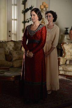 Adela (Celia Freijeiro) y Celia (Candela Serrat) - Seis hermanas (tv)