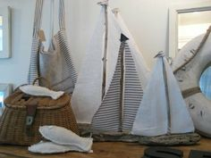 Rustic Driftwood Sailboats....I love driftwood boats and they look so easy to make...she says!!!