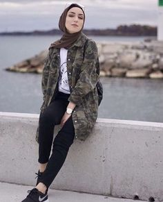 Best Tip to Style Hijab Outfit during Travel – Girls Hijab Style & Hijab Fashion Ideas Image source Hijab Fashion Summer, Modern Hijab Fashion, Street Hijab Fashion, Hijab Fashion Inspiration, Trend Fashion, Muslim Fashion, Girl Fashion, Fashion Outfits, Modest Fashion