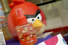 Recuerda que en Mishka Perfumería tenemos una gran variedad de perfumes para niño y niña.  Puedes encontrarlas en alguna de nuestras 5 Sucursales https://www.mishka.mx/sucursales/ o realizar tus compras en nuestra tienda en línea.  www.mishka.mx  Estuche #AngryBirds Red Bird EDT + Alcancía — en Mishka Perfumería.