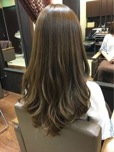 Color vs model of hair Haircuts Straight Hair, Haircuts For Medium Hair, Medium Hair Styles, Curly Hair Styles, V Cut Hair, Long Hair Cuts, Rebonded Hair, Brown Hair Balayage, Long Layered Hair