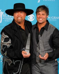 Singers Eddie Montgomery and Troy Gentry of Montgomery Gentry... News Photo 98534658