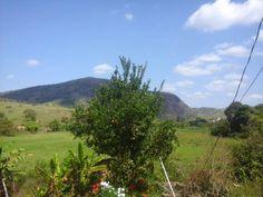 O céu, o mar de montanhas e o verde