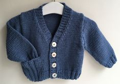 Knitting kids from Phildar Easy Sweater Knitting Patterns, Baby Boy Knitting Patterns, Baby Clothes Patterns, Knitting For Kids, Baby Patterns, Cardigan Bebe, Knitted Baby Cardigan, Toddler Cardigan, Knit World