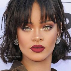 Rihanna has the best makeup hands down! Rihanna Makeup, Rihanna Riri, Rihanna Style, Rihanna Nails, Beyonce, Beauty Makeup, Hair Makeup, Hair Beauty, Tan Skin Makeup