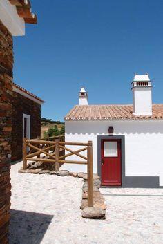 Exterior House Colors, Exterior Paint, Albufeira Portugal, Rural House, Mediterranean Homes, Simple House, Beautiful Homes, Beach House, Villa