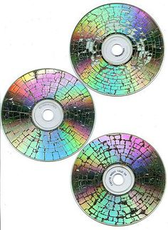 Put a CD in the microwave for 5 seconds and this is what you get - (read instructions before trying) cool for art and mosaic Diy Projects To Try, Crafts To Do, Craft Projects, Arts And Crafts, Crafts With Cds, Old Cd Crafts, Recycled Cds, Recycled Crafts, Art Cd