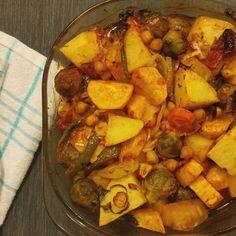 """56 Gostos, 2 Comentários - O Vegetariano (@ovegetariano.pt) no Instagram: """"Assado de grão e legumes com batatas hoje para o jantar 🌱 Basta juntar tudo com um pouco de azeite…"""""""