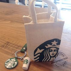 Collectible item : Starbucks Little Tote Bag and Grande Coffee Key chain Lovely souvenior original from Starbucks Condition : Brand new Good Idea for : Doll House Type : Miniature, Key chain, Collectible Starbucks Crafts, Café Starbucks, Starbucks Coffee Beans, Secret Starbucks Drinks, Starbucks Birthday Party, Starbucks Tassen, Latte, Biscuit, Cute Keychain