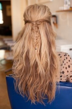 Gorgeous long wavy hairstyle with a braid crown