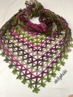 Kolay Zincir Şal Yapımı Crochet Shawls And Wraps, Crochet Poncho, Crochet Scarves, Crochet Lace, Crochet Hooks, Crochet Stitches Chart, Easy Crochet Patterns, Baby Knitting Patterns, Crochet Designs