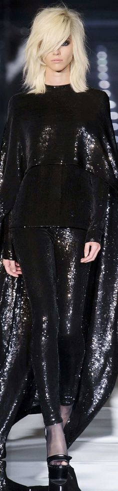 where did i put that cape ?! | Tom Ford Spring 2015 RTW