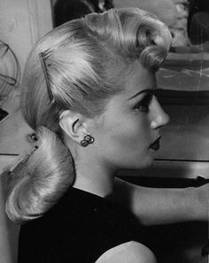 ♡Old Hollywood♡ Cabelo Pin Up, Peinados Pin Up, Lana Turner, 1940s Hairstyles, Cool Hairstyles, Wedding Hairstyles, Baddie Hairstyles, Homecoming Hairstyles, Party Hairstyles