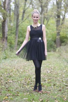 Blogger Lacy Rose in a pretty black Deb Shops frock!