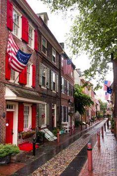 The Oldest Residential Street in America: Elfreth's Alley in Philadelphia, Pennsylvania Philadelphia Things To Do, Historic Philadelphia, Visit Philadelphia, Philadelphia Neighborhoods, Philadelphia History, Philly Pa, Visit Philly, Dc Travel, Solo Travel