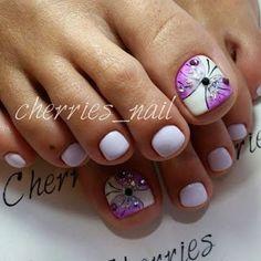 Trendy Ideas For French Pedicure Ideas Toes Purple Pretty Pedicures, Pretty Toe Nails, Pretty Toes, Flower Pedicure Designs, Toenail Art Designs, French Pedicure, Manicure E Pedicure, Pedicure Ideas, Purple Pedicure