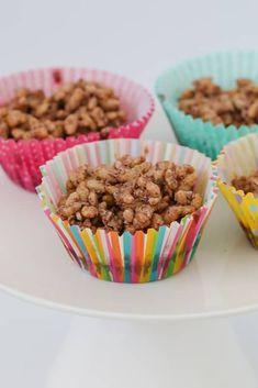 A simple classic chocolate crackles recipe made with rice bubbles, cocoa, icing sugar, coconut and copha. a kids party food favourite! Aussie Food, Australian Food, Food Kids, Toddler Food, Honey Joys Recipe, Baking Recipes, Dog Food Recipes, Bakers Gonna Bake, Party Catering