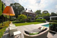 Wat een fijn plaatje! Hier wil je toch gewoon even lekker zitten. #tuinarchitect #tuinontwerp