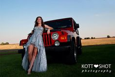 Pictures of hot chicks in Jeeps. Because your vehicle and your woman should be topless! I do not own any of these photos. If you are the owner and would like them taken down please let me know. Girl Senior Pictures, Prom Pictures, Senior Girls, Girl Photos, Senior Photos, Car Poses, Prom Poses, Nice Dresses, Girls Dresses