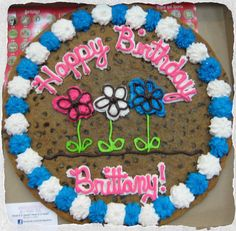 Cookie Cake (Perfect for Spring! Giant Cookie Recipes, Giant Cookie Cake, Cookie Cake Birthday, Chocolate Chip Cookie Cake, Cookie Cakes, Big Cookie, Birthday Desserts, Cupcake Cookies, Giant Cookies