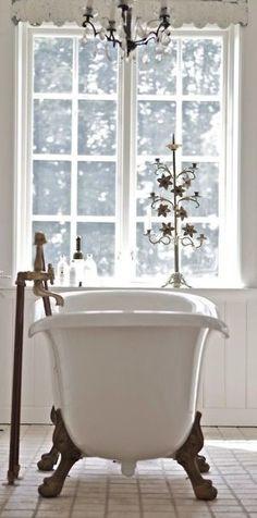 I want this tub. white on white interior design bathroom antique footed tub Bad Inspiration, Bathroom Inspiration, Interior Inspiration, Baños Shabby Chic, All White Bathroom, Modern Bathroom, Classic Bathroom, Minimalist Bathroom, Elsie De Wolfe