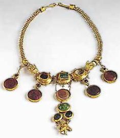 Gold necklace set with garnets and glass paste. From Palaiokastro, Thessaly.   Late 2th-early 1st century BC.  Athens, National Archaeological Museum, XP 940.