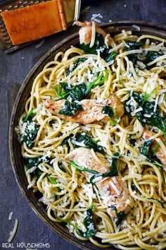 Spinach parmesan pasta with chicken is an easy, meal perfect for those nights when dinner sneaks up on you! Spinach Pasta Recipes, Chicken Spinach Pasta, Chicken Pasta Recipes, Pasta With Spinach, Chicken Nachos, Healthy Dinner Recipes, Cooking Recipes, Yummy Recipes, Healthy Food