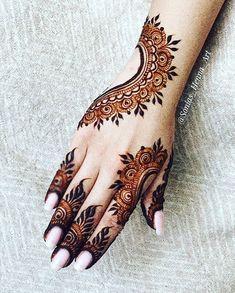 Simple Mehndi Designs Fingers, Latest Simple Mehndi Designs, Pretty Henna Designs, Henna Tattoo Designs Simple, Full Hand Mehndi Designs, Henna Art Designs, Dulhan Mehndi Designs, Latest Mehndi Designs, Mehndi Designs For Hands