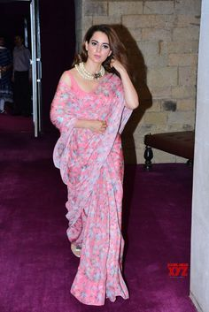 Sarees ©: Kangana Ranaut in a Beautiful Pink Saree Simple Sarees, Trendy Sarees, Stylish Sarees, Bollywood Saree, Bollywood Fashion, Bollywood Actress, Saris, Party Wear Sarees Online, Sari Dress