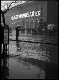 Budapest Corvin áruház, 1932 Kinszki Imre Budapest, Vintage Ads, Arch, Black And White, Retro, Photography, Travel, Department Store, Times