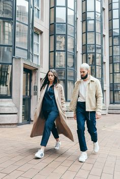 Ideas fashion street couple inspiration for 2019 White Fashion, French Fashion, Unisex Clothes, Unisex Outfits, Neutral Outfit, Neutral Style, Fashion Photography Poses, Cute Couple Quotes, Fashion Couple