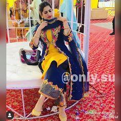 Instagram Designer Party Wear Dresses, Kurti Designs Party Wear, Kurta Designs, Dress Designs, Punjabi Suits Party Wear, Punjabi Salwar Suits, Salwar Kameez, Punjabi Suits Designer Boutique, Indian Designer Suits