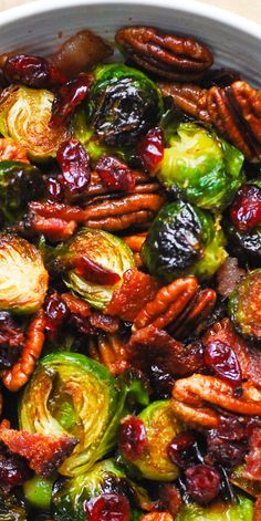 christmas recipes easy Christmas Side Dish: Roasted Brussels Sprouts with Bacon, Toasted Pecans, and Dried Cranberries is an easy Christmas side dish that will add colors and vibrancy to your holiday menu! Vegetable Sides, Vegetable Side Dishes, Beans Vegetable, Vegetarian Recipes, Cooking Recipes, Healthy Recipes, Chili Recipes, Crockpot Recipes, Yummy Recipes
