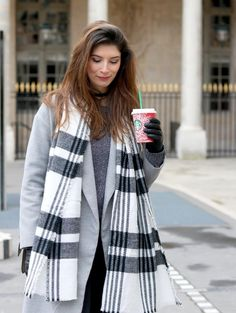 Manteau gris long et bottines grises