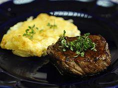 Filé com molho barbecue e batata gratinada | Receitas | Bem Simples