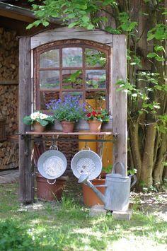 alte fenster | Altes Fenster | Wunderlichekunst Mehr Garden Junk, Garden Art, Home And Garden, Garden Design, Gardening Tools, Organic Gardening, Rustic Gardens, Outdoor Gardens, Vintage Gardening