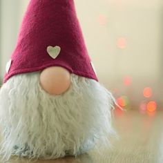 Cute Tomte w/big nose. Danish Christmas, Christmas Makes, Christmas Gnome, Christmas Holidays, Scandinavian Gnomes, Scandinavian Christmas, Felt Ornaments, Christmas Ornaments, Diy