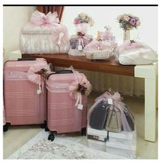 Indian Wedding Gifts, Creative Wedding Gifts, Diy Wedding Gifts, Indian Wedding Decorations, Bridal Gifts, Bridal Gift Wrapping Ideas, Wedding Gift Baskets, Wedding Gift Boxes, Creative Gift Wrapping