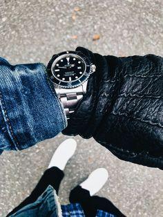 [Rolex] Submariner 16800 a dear favorite. [Rolex] Submariner 16800 a dear favorite. Rolex Submariner Gold, Rolex Submariner 16610, Luxury Watches, Rolex Watches, Watches For Men, Nice Watches, Elegant Watches, Rolex Vintage, Vintage Watches