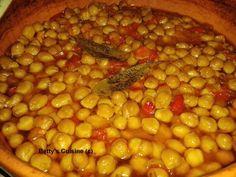Εξαιρετική γεύση! Υλικά: Μισό κιλό ρεβίθια 2 κρεμμύδια ψιλοκομμένα 1 σκελίδα σκόρδο ολόκληρη 3 χρωματιστές πιπεριές σε κυβάκι...