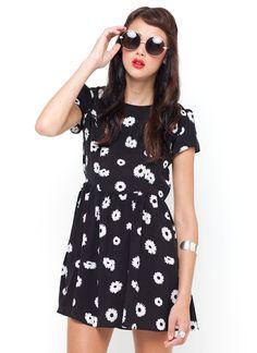 Motel Rocks Topi Tea Dress in Black Daisy Print Short A Line Dress, Short Sleeve Dresses, Floral Skater Skirt, Skater Skirts, Flared Skirt, Mini Skirt, Perrie Edwards Style, All Fashion, Street Style