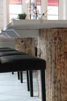 """Rustikt spisebord med  """"træstubbe"""""""