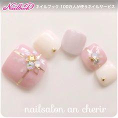 ネイル(No.1630220)|シェル |シンプル |ビジュー |オフィス |デート |夏 |スモーキー |海 |ピンク |ジェルネイル |ホワイト |ワンカラー |チップ |フット |ショート | かわいいネイルのデザインを探すならネイルブック!流行のデザインが丸わかり! Pretty Toe Nails, Cute Toe Nails, Pretty Toes, Toe Nail Art, Pedicure Designs, Toe Nail Designs, Studded Nails, Feet Nails, Toenails